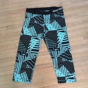 NIKE Capri geometric print leggings